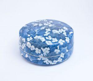 染付陶筥「晴れの日の紫陽花」
