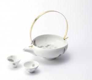 色絵銀彩手付鉢「春霞の桜」