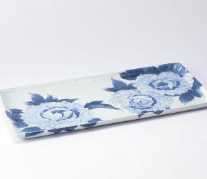 染付け板皿「小夜の牡丹」